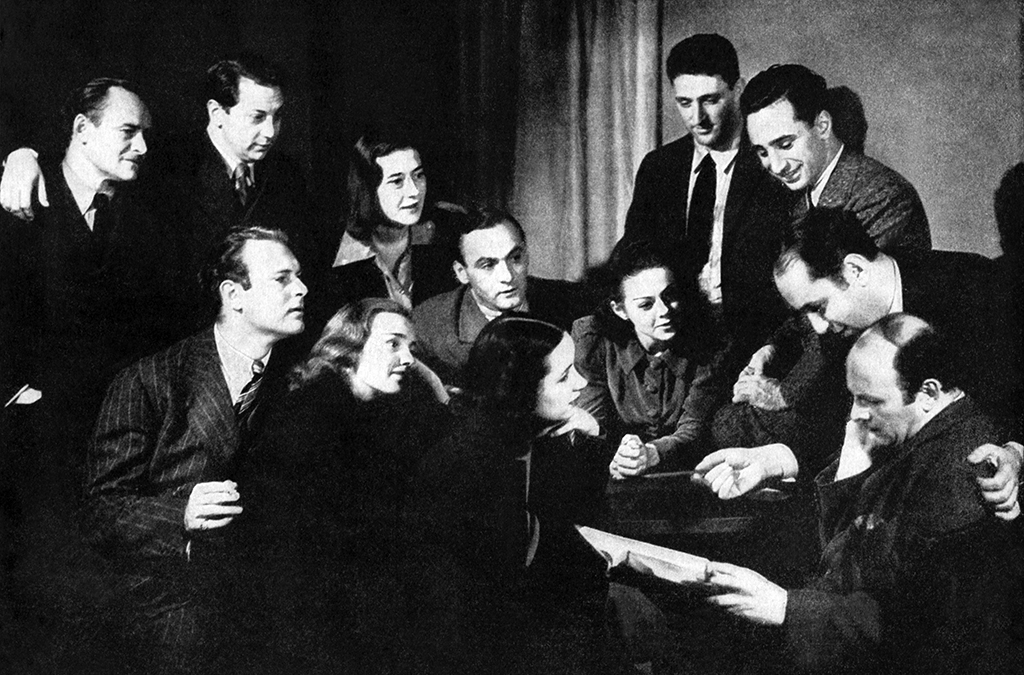 Sanford Meisner (center) and members of Group Theatre in 1938.