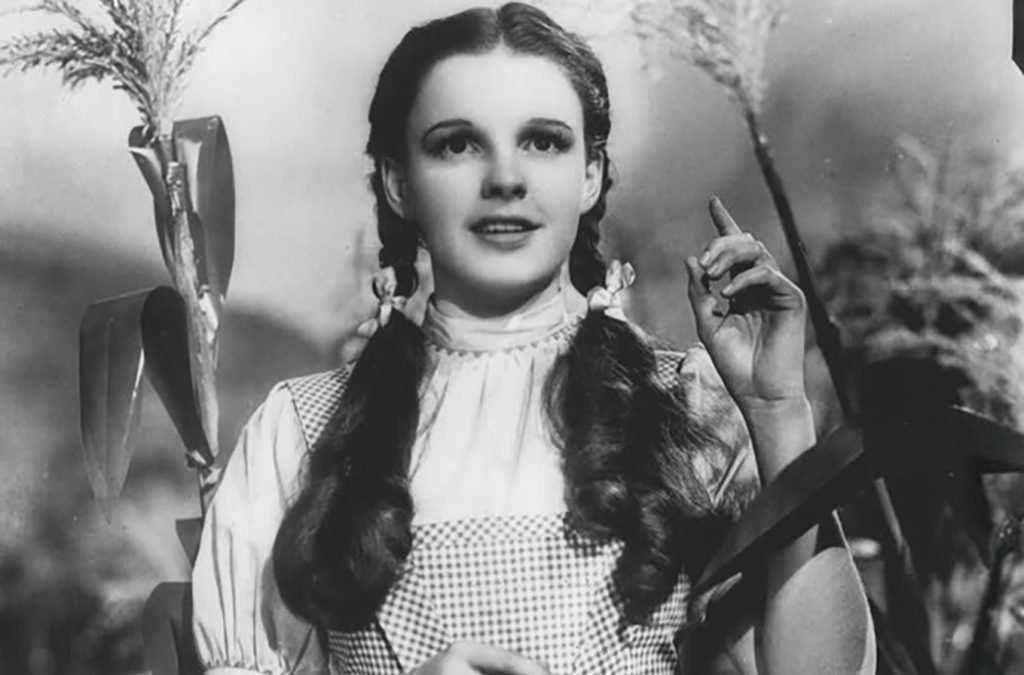 1939: The Wizard of Oz premieres onscreen.